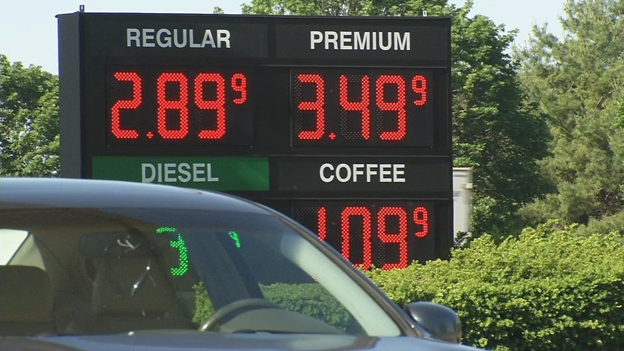 Gas prices spike before travel-heavy Memorial Day weekend, but travelers so far are undeterred