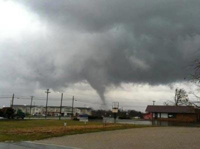 Tornado strikes Hodgenville