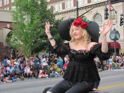 80s pop singer Cyndi Lauper waves to parade spectators.  Photo by Dave Creek, WDRB News.