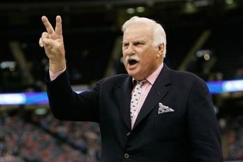 UK alum Howard Schnellenberger says the Wildcats can succeed in basketball and football.