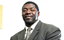 Former U of L offensive lineman Roman Oben made a complete and successful recovery from an injury similar to the one suffered by Kevin Ware.