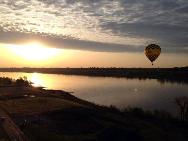 WDRB's Keith Kaiser and photojournalist Eric Edwards hitch rides aboard the French Lick Resorts balloon, and the Dallas Balloon, Tuesday morning.