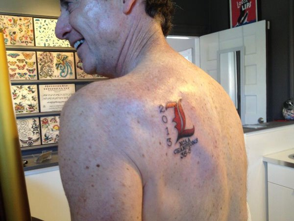 University of Louisville men's basketball coach Rick Pitino gets tattoo to commemorate his team's NCAA Championship win.