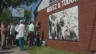 New banner in Jeffersontown honors Roscoe Goose