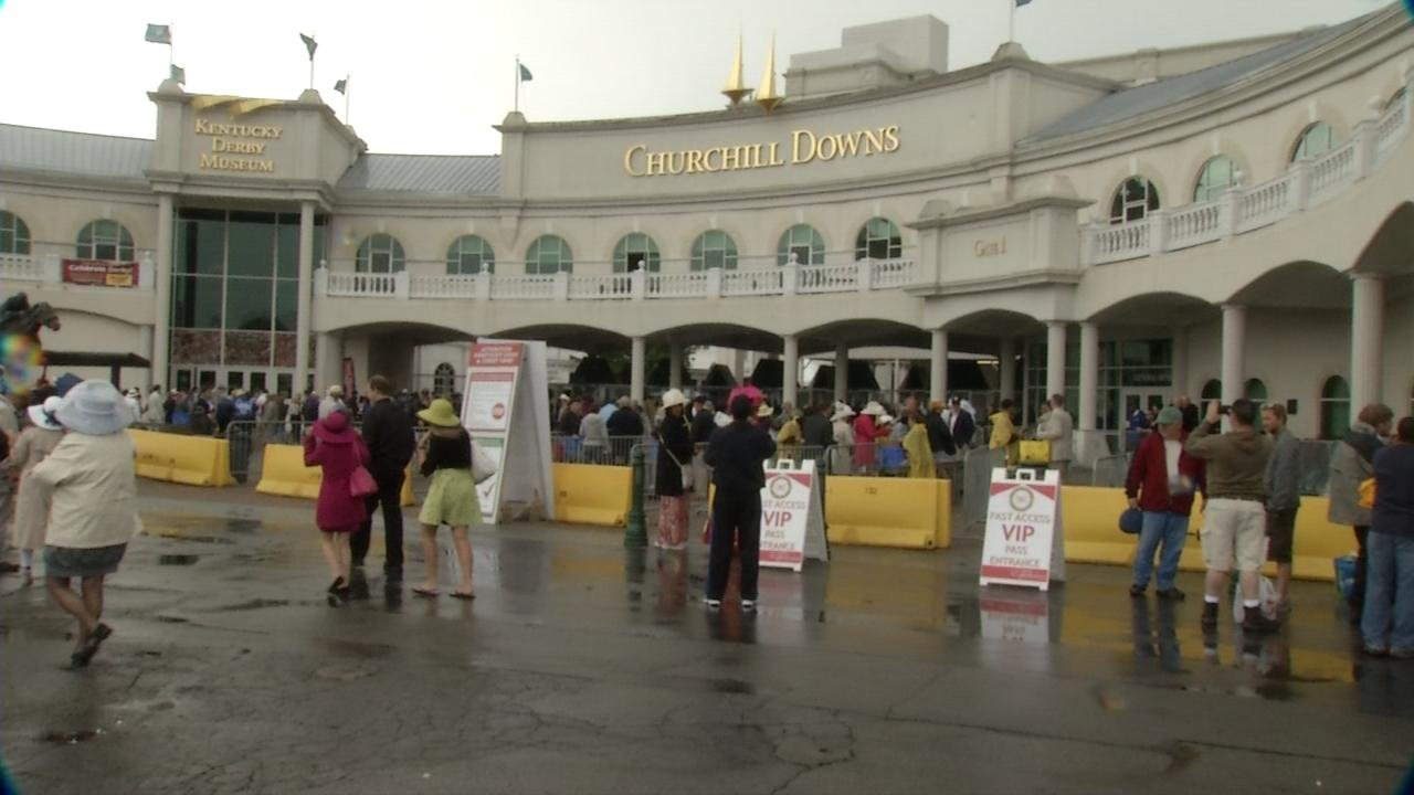 A rainy day at Churchill Downs for Kentucky Derby 139.