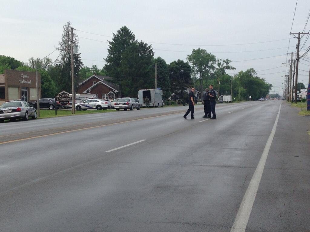 WDRB's Emily Mieure says it appears police sent a robot into brick house on left during Shively standoff Friday evening.