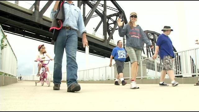 Walkers on the recently opened Big Four Bridge. They support opening the K & I bridge to pedestrians and bicyclists.