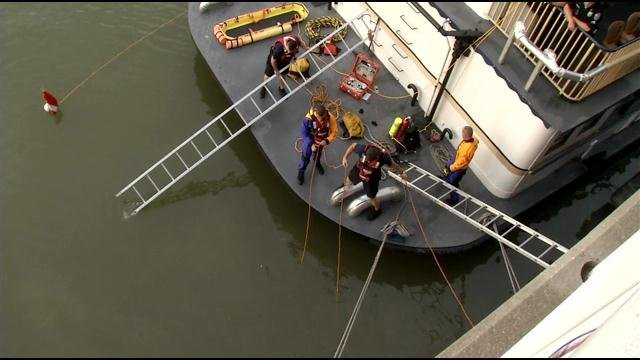 Rescue crews at the Spirit of Jefferson searching for man who fell into the Ohio River