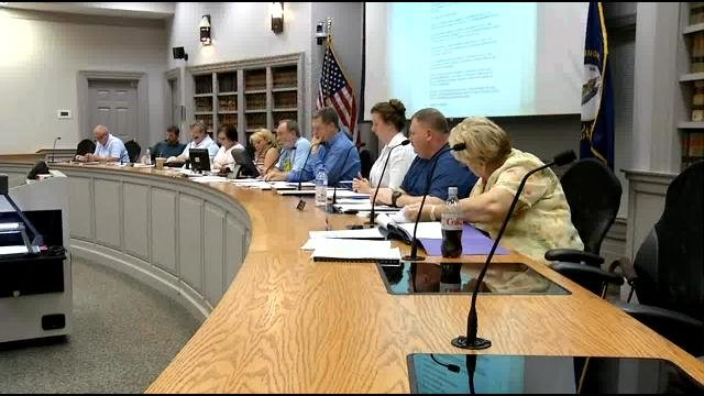 La Grange city council discusses occupational tax at Aug. 5 meeting. WDRB News photo.