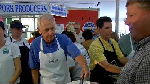 Kentucky Gov. Steve Beshear serving food at the State Fair Commodities Breakfast