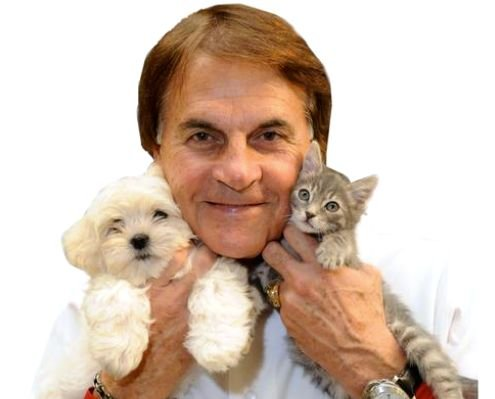 Cincinnati needs a manager who can help the Reds win a World Series. That sounds like Tony LaRussa.