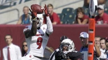 (AP photo) DeVante Parker makes a leaping grab, but injured his shoulder on the play.