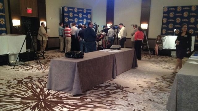 Georgia coach Mark Fox holds a small court during SEC Media Days in Birmingham. (Eric Crawford photo)