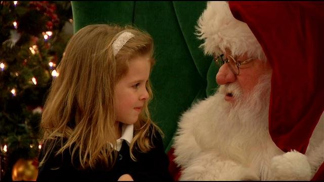 Santa gets visitors at Oxmoor Center