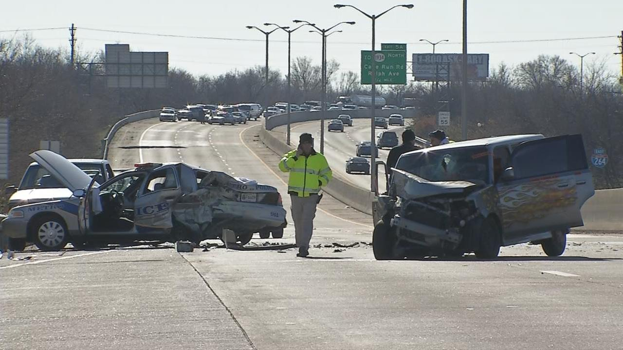 Accident on Shawnee Expressway west of Cane Run Road, Nov. 28. Vincent Vermeulen/WDRB News.