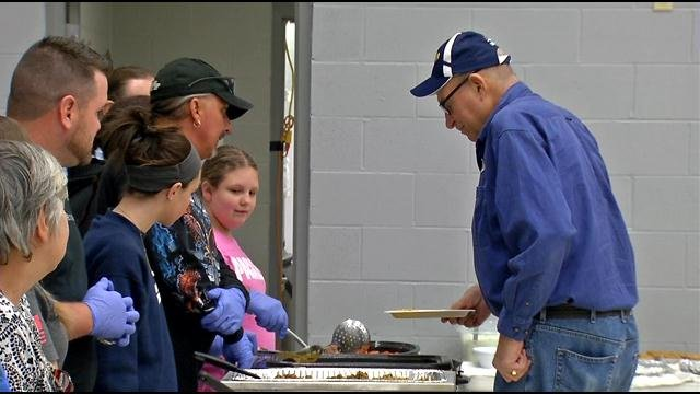 Volunteers serve Thanksgiving meal to a veteran at Amvets Post 61 on Smyrna Road. Neil Johnson/WDRB News.