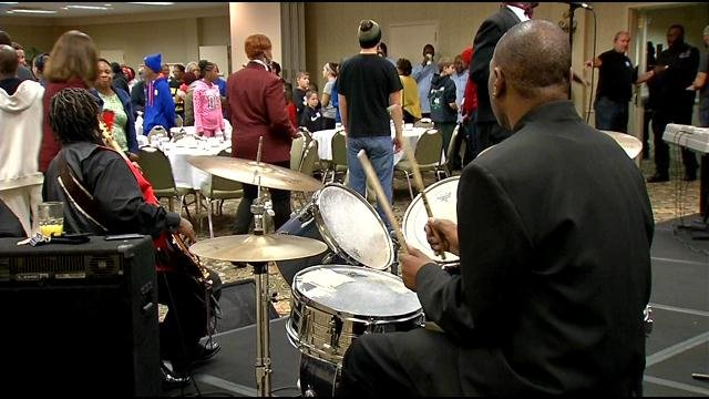 Thanksgiving meals included live music at Wayside Christian Mission's Hotel Louisville. Chris Monroe/WDRB News.