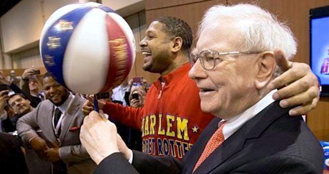 Warren Buffett (right) will insure an NCAA Tournament bracket contest that will be worth $1 billion.