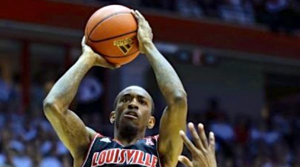 Russ Smith made the plays that mattered in the final two minutes as Louisville beat Cincinnati, 58-57.
