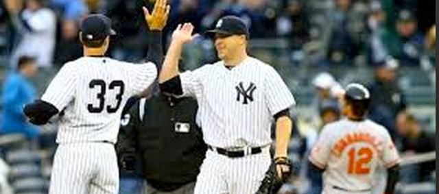 Former Ballard pitcher Shawn Kelley (center) earned his first save as the Yankees' closer Monday.