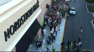 The opening of Nordstrom's Rack brought a big turnout