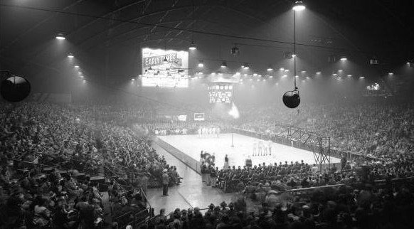 A basketball crowd at the Louisville Armory, which later would be renamed Louisville Gardens, in 1950.