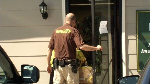 Federal agents took part in a raid at Diagnostic Medical Imaging Associates in Dupont Square in Louisville.