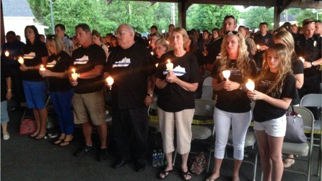 Those unable to travel to Washington, D.C. honored Jason Ellis at a vigil in Bardstown Tuesday night.