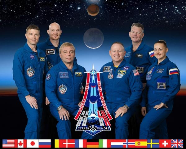 The crew of Expedition 41/42, pictured on the right side of the logo. (Courtesy: NASA)