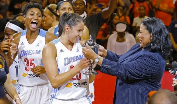 Shoni Schimmel, cheered on by former Louisville teammate Angel McCoughtry, accepts the MVP trophy.