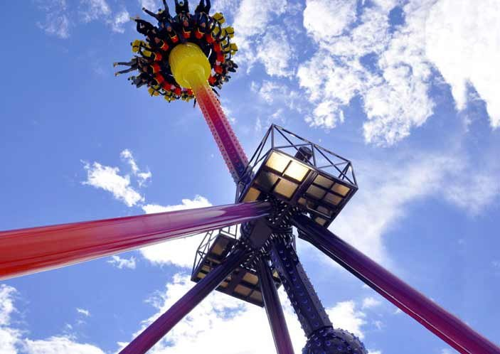 Cyclos -A monstrous swinging/rotating pendulum that loops 360 degrees in the air.