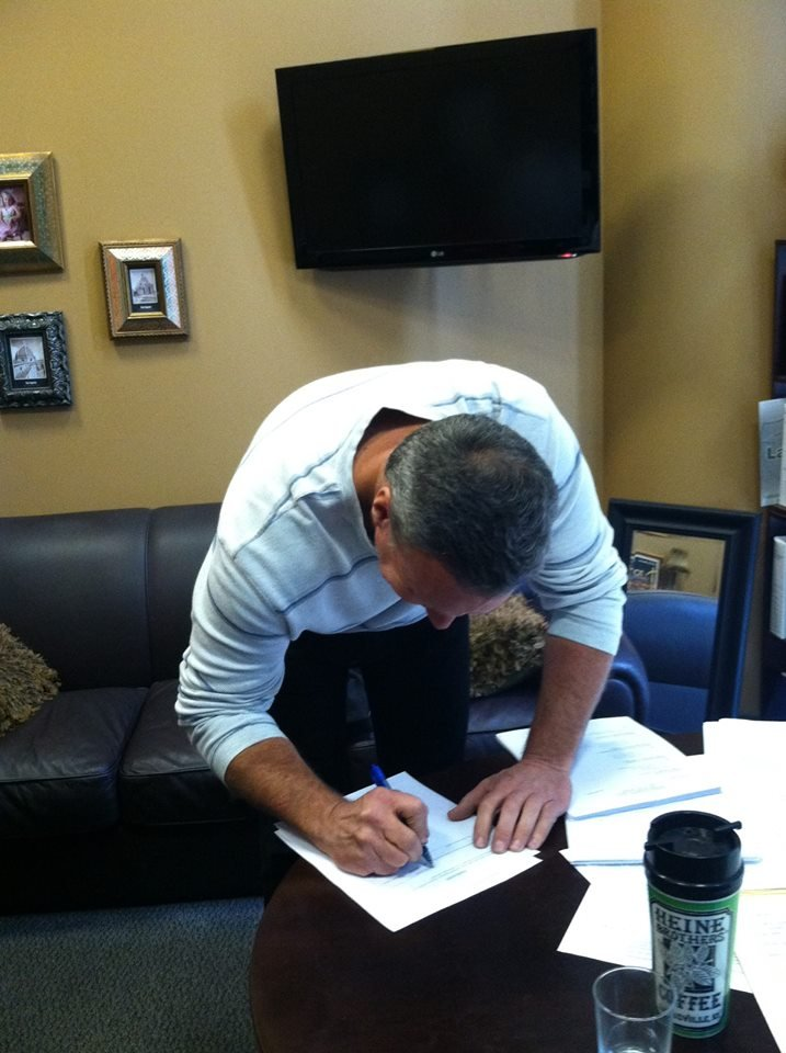 David Camm signs his lawsuit (courtesy: Sam Lockhart)