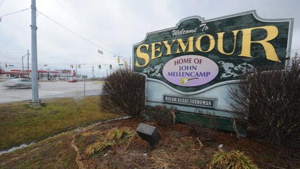 The old Seymour welcome sign where the new one now stands.