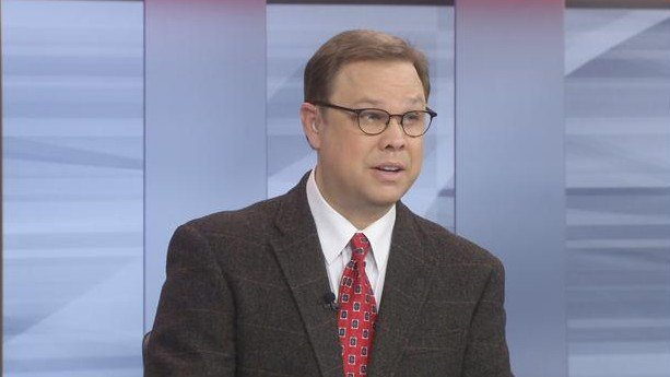 Eric Crawford on the WDRB News set hosting the Sports Page Live. He hosts the weekly web cast with Rick Bozich on Wednesdays.