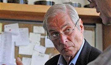 "Longtime ""60 Minutes"" correspondent Bob Simon, who covered most major overseas conflicts and news stories since the late 1960s during a five-decade career in journalism, has died in a car crash. He was 73."