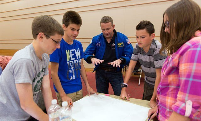 Astronaut Ken Ham interacts with students at a previous Mission Discovery camp. (Source: Higher Orbits / Michelle Ham)