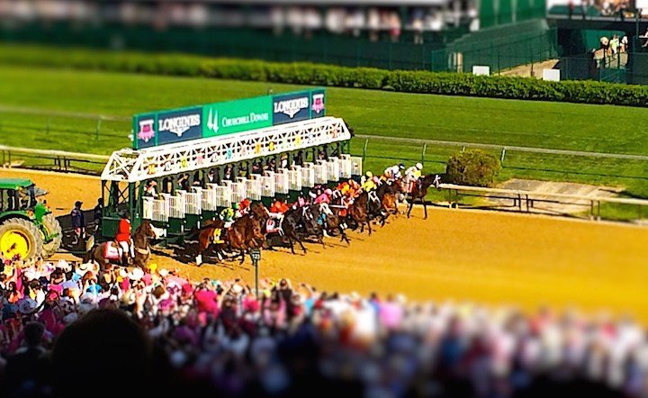 The start of the 2015 Kentucky Oaks. (WDRB photo by Eric Crawford).
