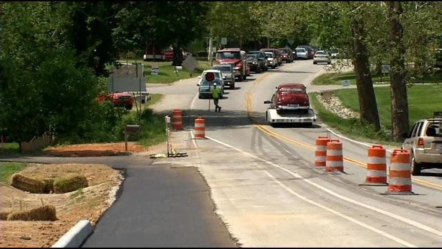Traffic backs up in construction on US 150 in Floyd County, Indiana May 5, 2015.