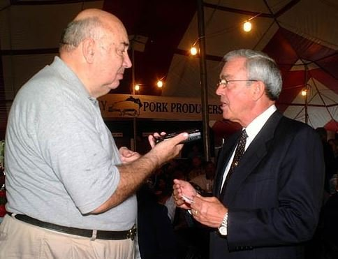 Jack Crowner interviewing former Gov. Paul Patton in 2002 (Photo: Kentucky Department for Libraries and Archives)