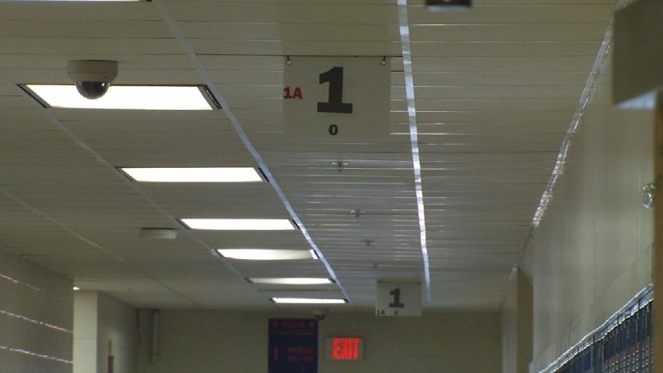 The system is designed to be simple but effective.It gives each hallway a number and signs along the way tell you which way to go.