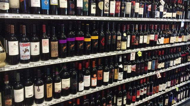 There are only a few places in all of Oldham County where people can buy packaged alcohol like wine or a case of beer and that's what the chamber wants to change.