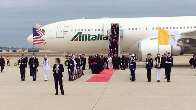 Pope Francis disembarks at Andrews Air Force Base. (Photo by Peter Smith / Pittsburgh Post Gazette)