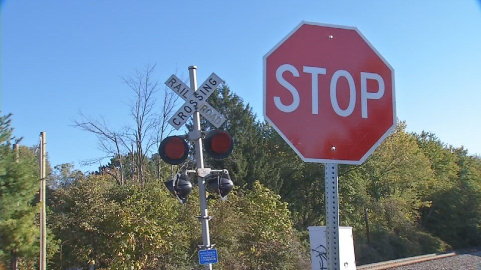 There are signal lightsand the cityrecently put up stop signs. But folks who live around it say only gates will make the crossing at Beuchel and Crawford Avenues more safe.