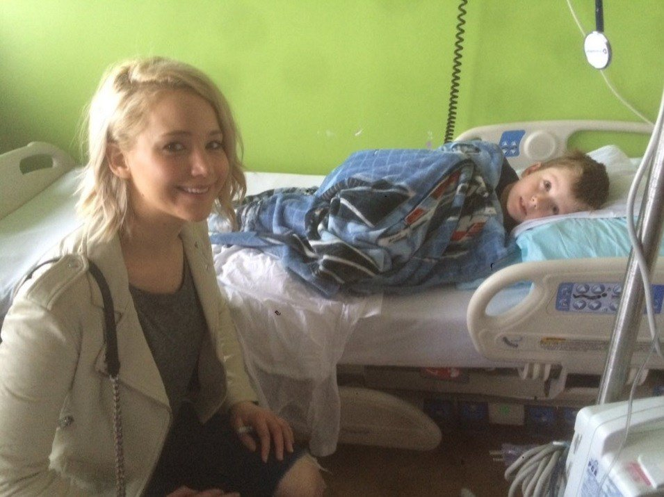 Jennifer Lawrence poses at Kosair Children's Hospital with Cooper Fullen (photo courtesy Bailey Fullen).