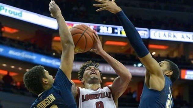 Damion Lee goes up against Pittsburgh. (AP photo)
