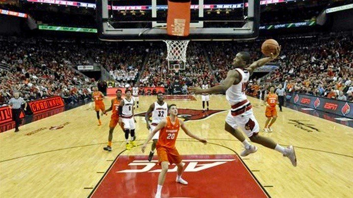 Donovan Mitchell catches a lob for a slam against Syracuse. (AP photo by Timothy Easley.)
