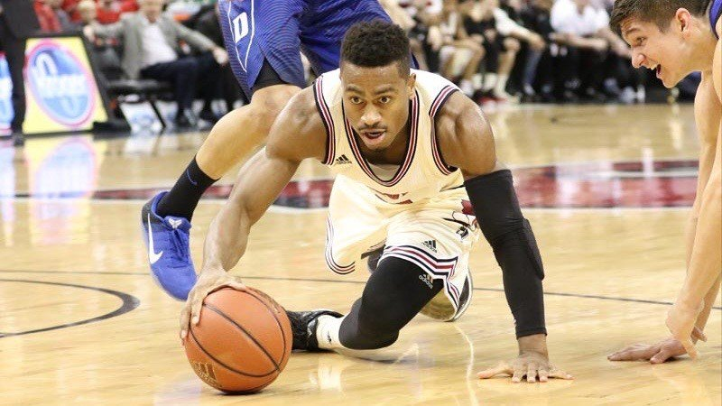 Trey Lewis goes after a loose ball in Louisville's win over Duke. (WDRB photo by Mike DeZarn)