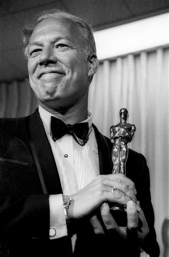 "In this April 10, 1968, file photo, George Kennedy poses with his Oscar in Santa Monica, Calif, after winning best supporting actor for ""Cool Hand Luke.""  (AP Photo, File)"