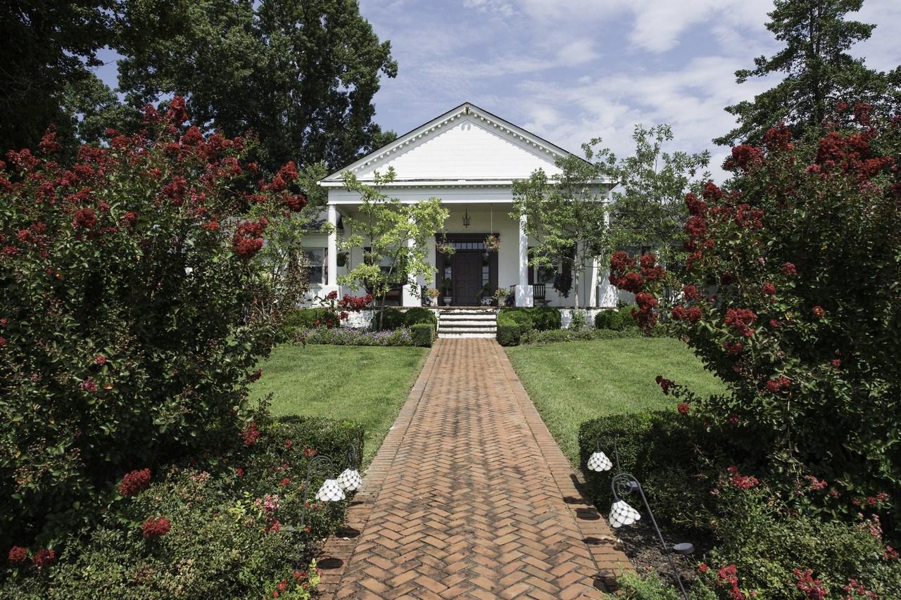 Actor Johnny Depp's $2.9 million Lexington horse farm to ...