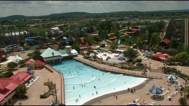 two lawsuits filed alleging untrained staff at kentucky kingdom led